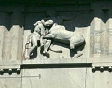 АФИНСКИЙ АКРОПОЛЬ. БИТВА ЛАПИФА С КЕНТАВРОМ. Фрагмент юго-западного фасада с метопами. Приписывается Фидию.