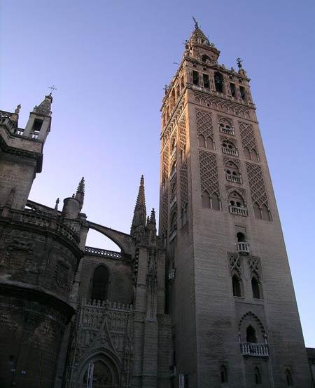 Минарет севильской мечети (1171—1172 гг.) -  Ла Хиральда  (La Giralda)
