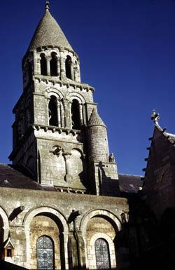 Собор Нотр-Дам дю Пор в Клермон-Ферране