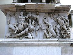240px-Pergamonmuseum_-_Antikensammlung_-_Pergamonaltar_41