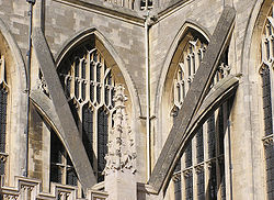 250px-Bath_abbey_flying_buttresses_closeup_arp