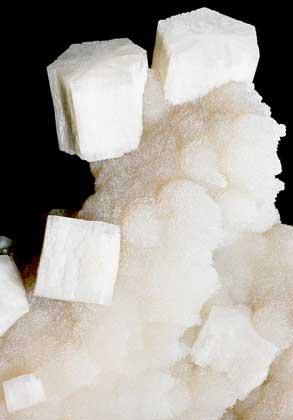 КРИСТАЛЛЫ АРАГОНИТА - метастабильной модификации карбоната кальция.